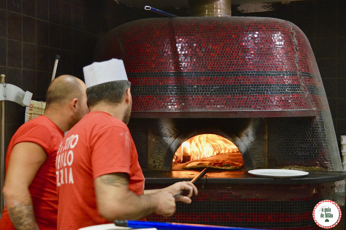 onde-comer-no-centro-de-milao-pizzaria-sorbillo-milao