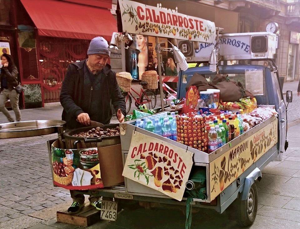 O que fazer em Milão no outono Castanhas assadas em Milão