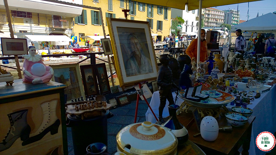 Feira de antiguidades em Navigli em Milão Turismo em Milão Itália