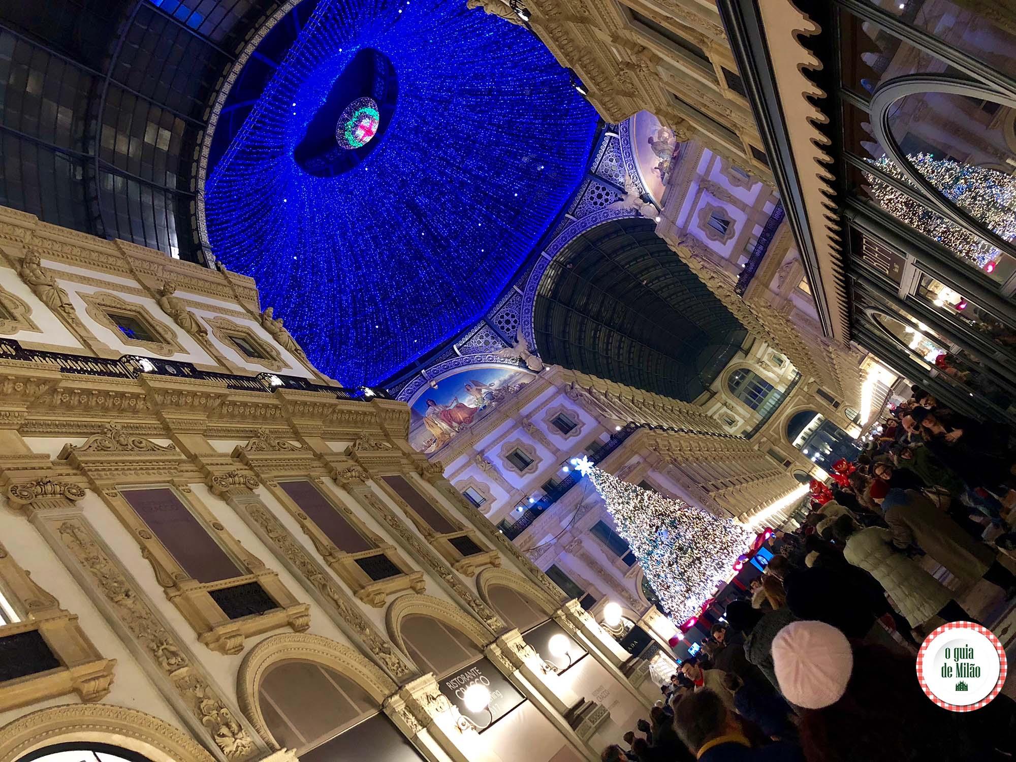Decoração de Natal da Galleria Vittorio Emanuele em Milão