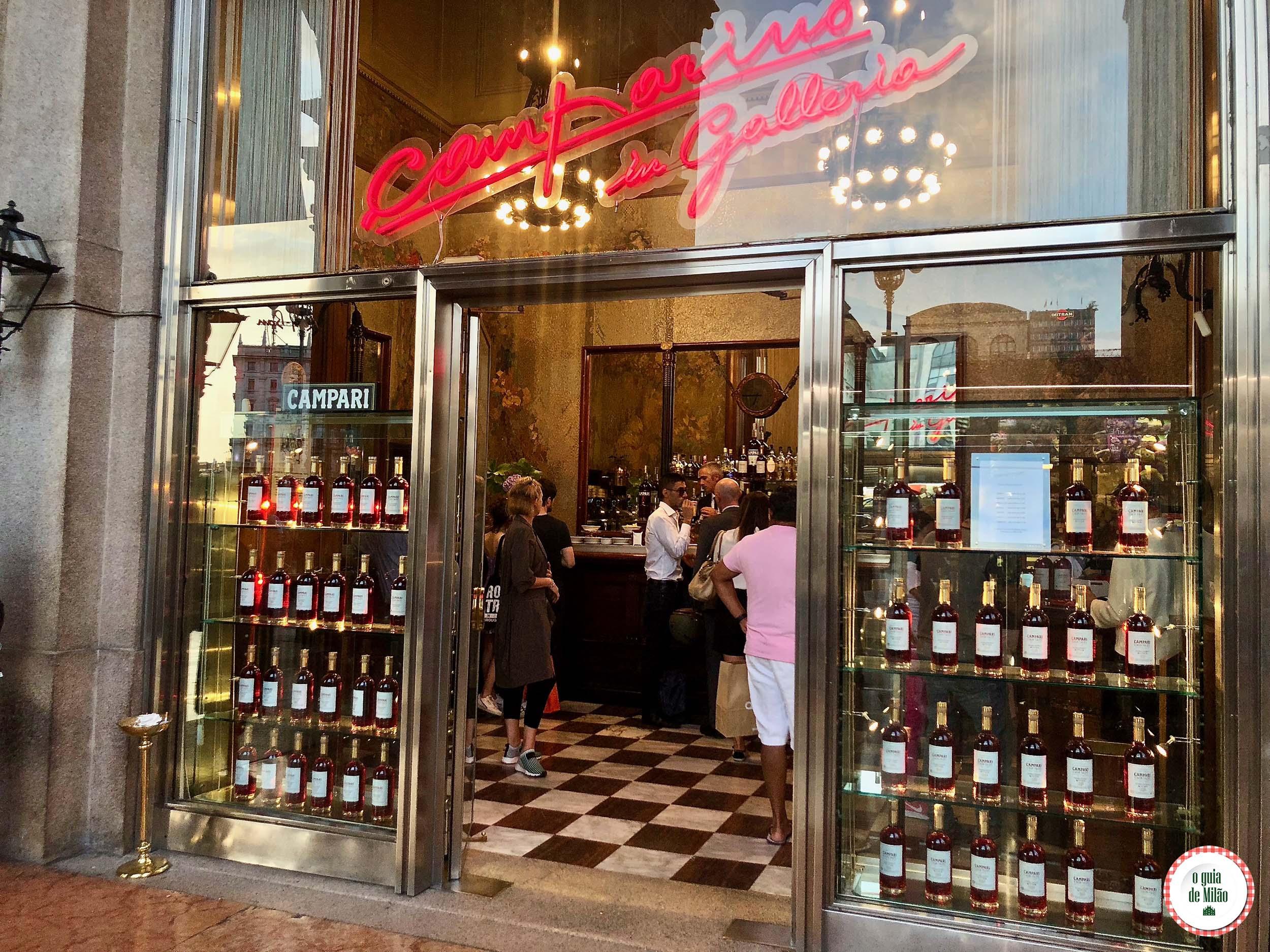 O histórico bar Camparino em Milão